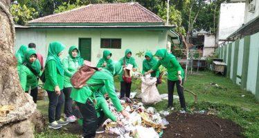 Persit KCK Kodim 0820/Probolinggo, Memilah Sampah Menjadikan Emas