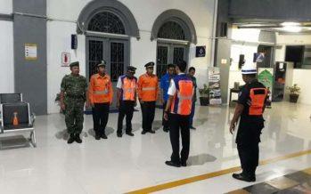 Jaga Rasa Aman Pemudik, Personel Koramil 0820/01 Kanigaran ikut Jaga Keamanan Stasiun Kereta Api