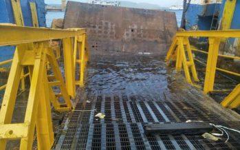 Akibat Terjangan Gelombang,  Dermaga Ponton Pelabuhan Ketapang Ambruk