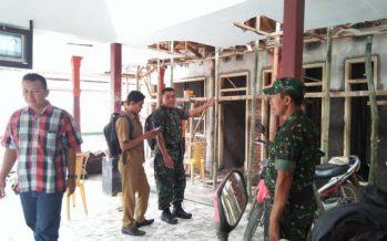 Babinsa Alasa Sapi Koramil 0820-20/Banyuanyar Turut Monev Kantor Desa