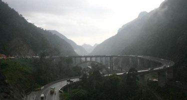 Piket Nol Berkabut Jembatan Perak Jadi Tempat Selfi