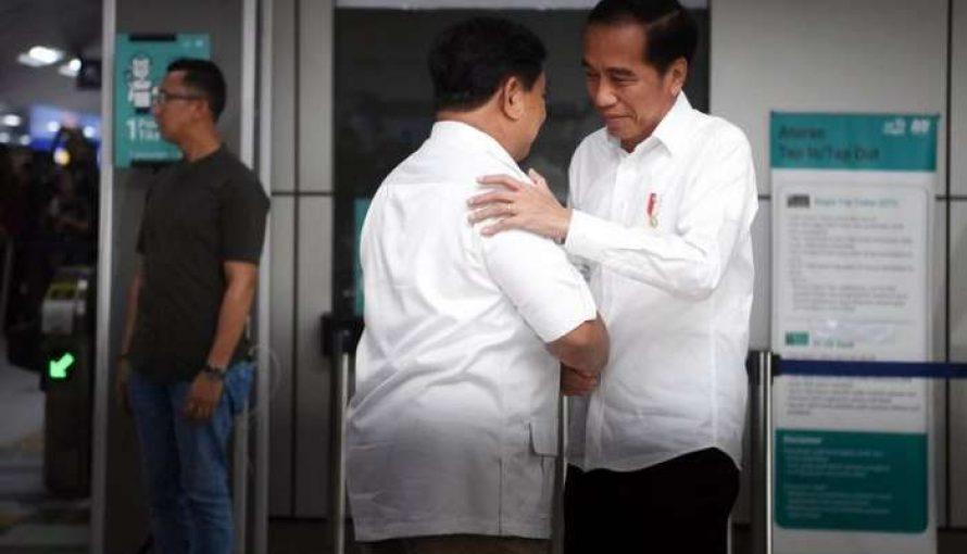 Dua Sahabat Bertemu di MRT, Jokowi – Prabowo Serukan Persatuan