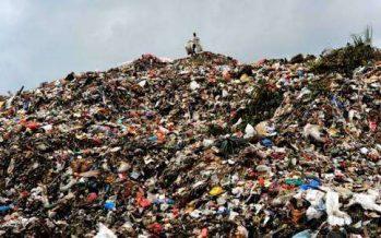 Agar Tak Terus Menumpuk, Pemkab Lumajang Tutup Sampah Dengan Pasir Tanah,