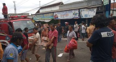 Kebakaran Meluluhlantakkan Sebuah Toko Disekitar Pasar Tumpangrejo