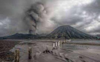 Perayaan Yadnya Kasada Berlalu Erupsi Gunung Bromo Terjadi