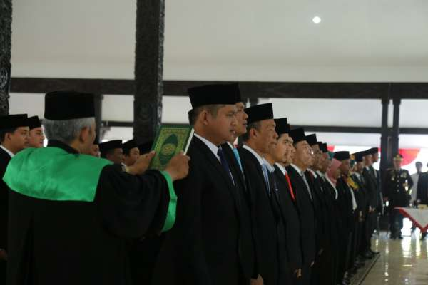 Pengambilan Sumpah Janji Anggota DPRD Lumajang Periode 2019 – 2024