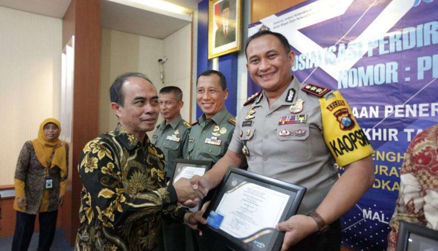 "Kapolres Malang Terima Piagam Penghargaan ""PRISMA"""