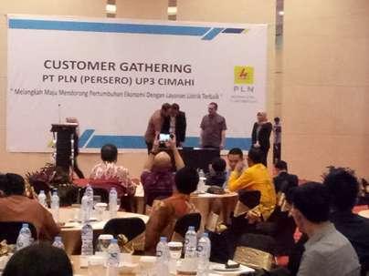 Customer Gathering PLN UP3 Cimahi Serahkan Penghargaan Pada Pelanggan Potensial