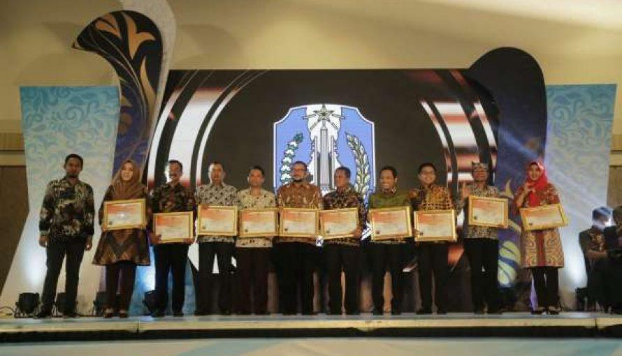 Pemkab Lumajang Dapatkan Penghargaan PPID Award