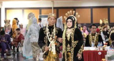 59 Pasangan Pengantin Ikut Nikah Massal Paling Tua Usia 61 Tahun