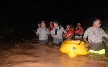 Kapolres Pasuruan Kota Bersama Dandim 0819 Pasuruan Turun Langsung Evakuasi Korban Banjir