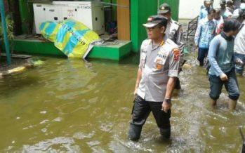 Kapolresta Sidoarjo Kombes Pol Sumardji, Tinjau Banjir Didesa Kedung Banteng