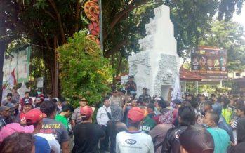 Pertahankan Pulau Tabuhan, Ratusan Warga Dan Aktifis Demo Ke Pemkab