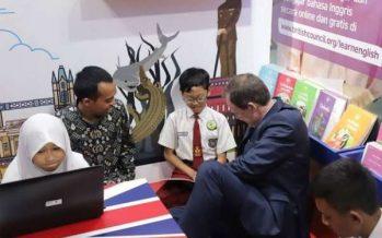 Risma: Ayo Belajar Bahasa Inggris Di Perpustakaan Balai Pemuda Surabaya