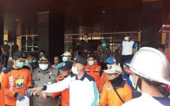 Pemkab Bondowoso Bersama TNI Dan Polri Melakukan Penyemprotan Desinfektan Upaya Cegah Covid – 19
