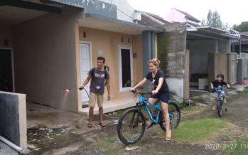 Cegah Corona, Warga Perumahan Puri Jasmin  Gotong Royong Semprotkan Disinfektan