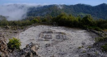 Eksplorasi Gunung dengan Jalur Tracking Terpanjang Di Jawa
