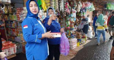 DPC Partai Demokrat Barut Bagikan Nasi Kotak ke Warga Kurang Mampu